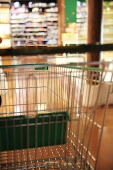 ショッピングモールのぼやけた画像