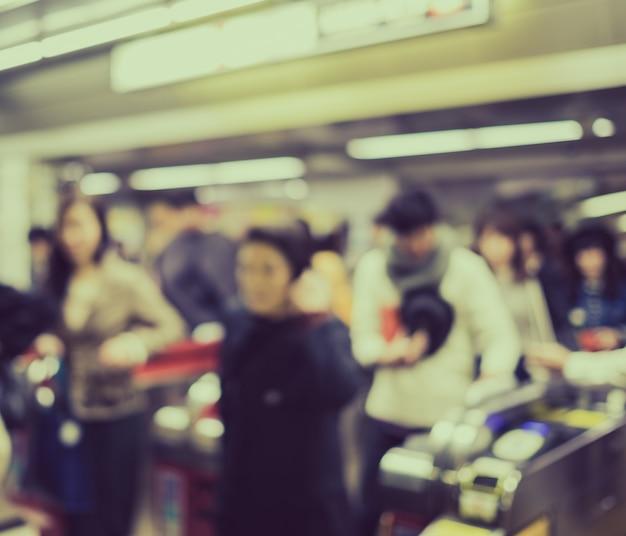大阪鉄道駅、ジャップでのラッシュアワーでかすみモーション人