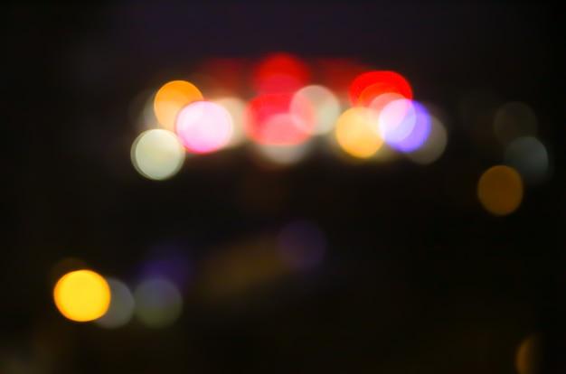Размытые огни ночного города фото. абстрактный узор фона в эффект боке.