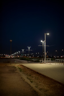 Luci notturne sfocate in città