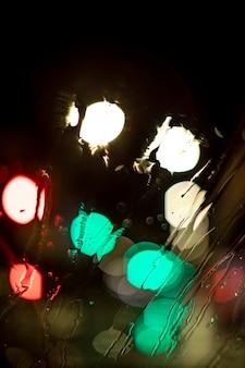 街のぼやけた常夜灯