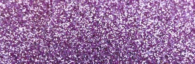 ぼやけた紫色のキラキラの背景をクローズアップ