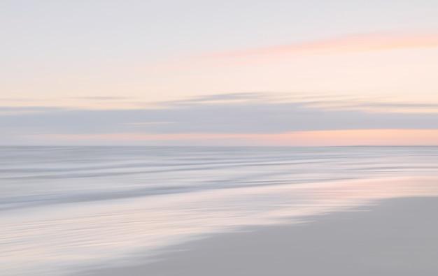 ぼやけた海の風景