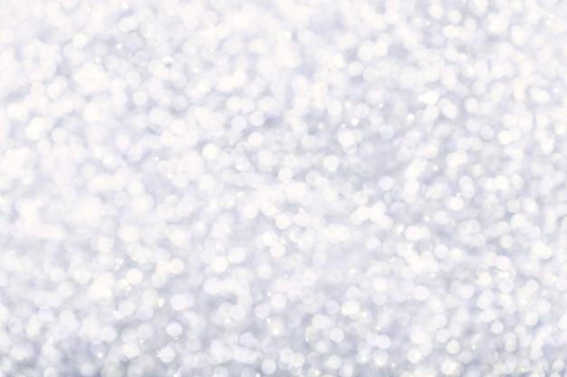 きらめく光とぼやけた光沢のある白い背景。