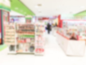 Blurred supermarket with green and red details