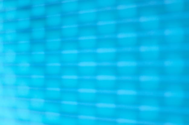 ぼやけた質感。多くの水平線とその上の図形と青いビンテージグランジテクスチャ。