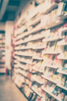 Offuscata vista della libreria