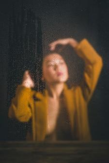アジアの女性のぼやけて私室ショット