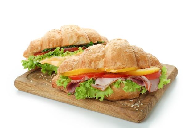 白で隔離のクロワッサンサンドイッチとボード
