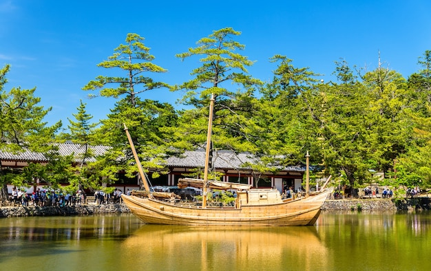 나라의 도다이지 사원 단지에서 보트-일본
