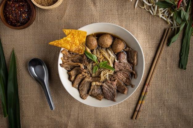 Лапша с говяжьим супом