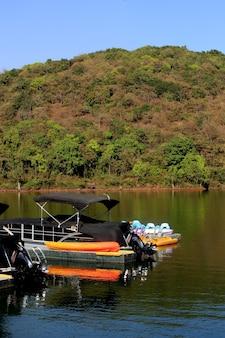 湖のボート