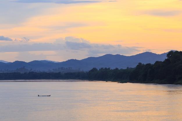 タイ、チェンカン、メコン川のボート