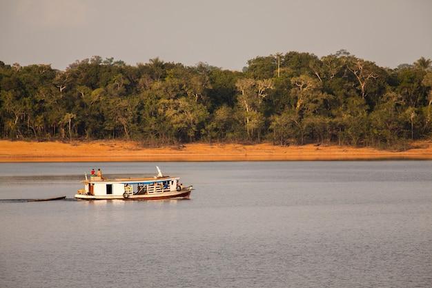 アマゾン川のボート