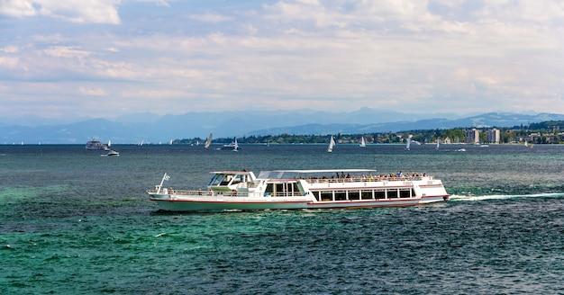 ドイツ、スイス、オーストリア間のボーデン湖でのボート
