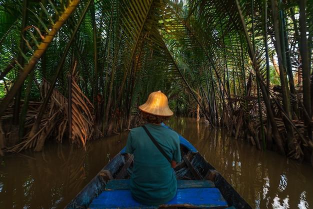 Морская прогулка в районе дельты реки меконг, бен тре, вьетнам