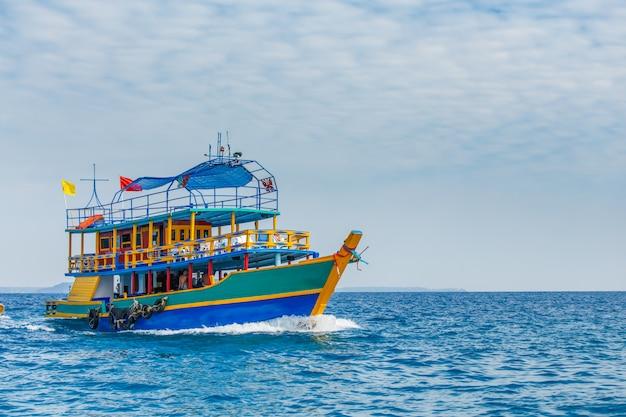 海でボート