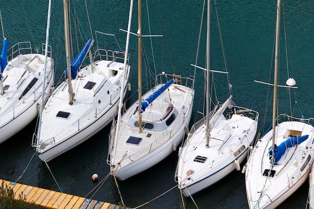 港のボート、空中写真