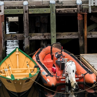 Лодки, пришвартованные на доке, луненбург, новая шотландия, канада