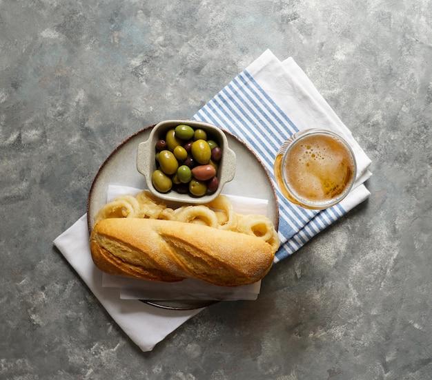 Bocadillo con calamares или бутерброд с кальмаром с пивом