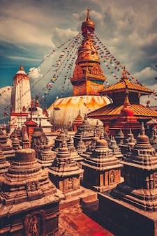 ネパールのカトマンズ渓谷のbodhnath仏舎利塔