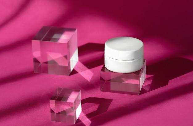 透明な固体ブロックにモックアップのボディクリームブランク化粧品