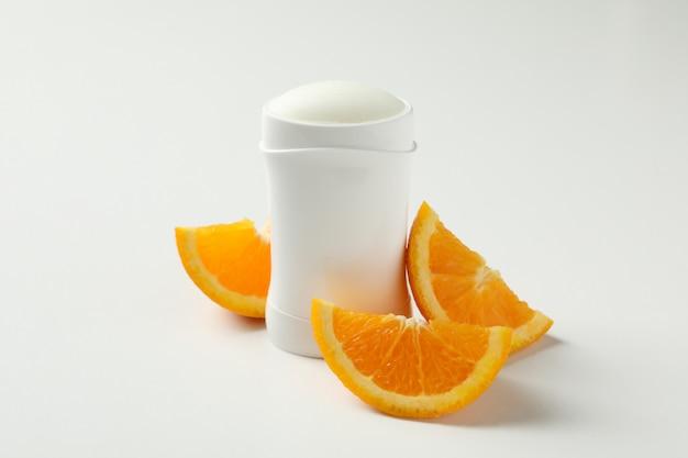 바디 탈취제와 화이트 오렌지