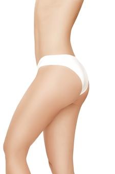 흰색에 고립 된 아름 다운 슬림 여자의 몸