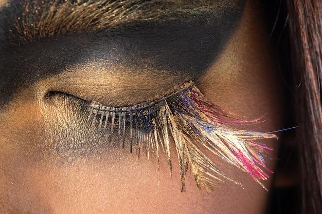 Часть тела глаз с ресницей крупным планом модный макияж