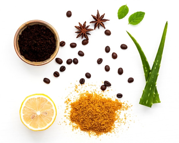 Скраб для тела из молотого кофе алоэ вера с сахаром и лимоном