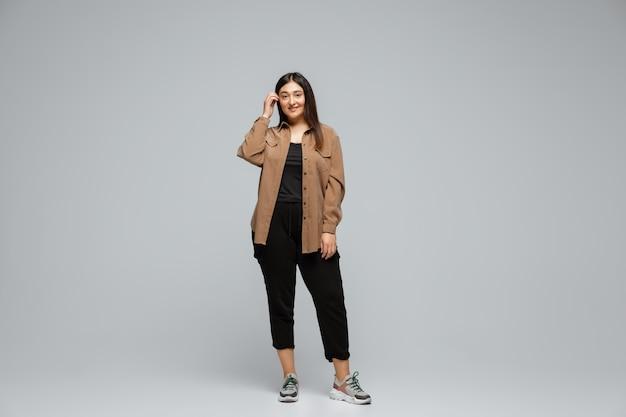 ボディポジティブな女性キャラクター、プラスサイズの実業家 Premium写真