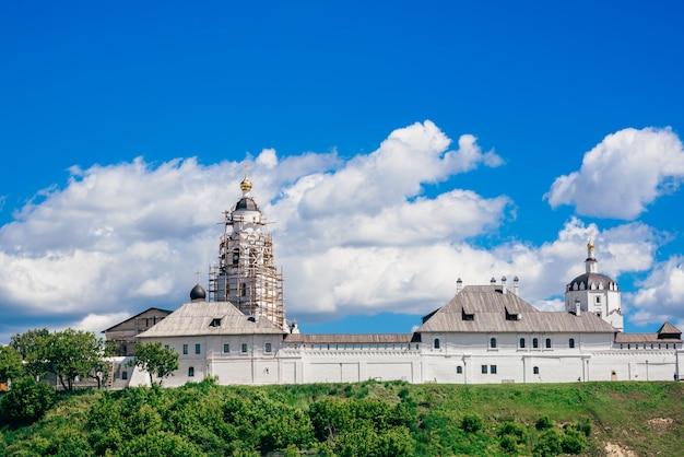 美しい石bogoroditse-uspensky修道院。