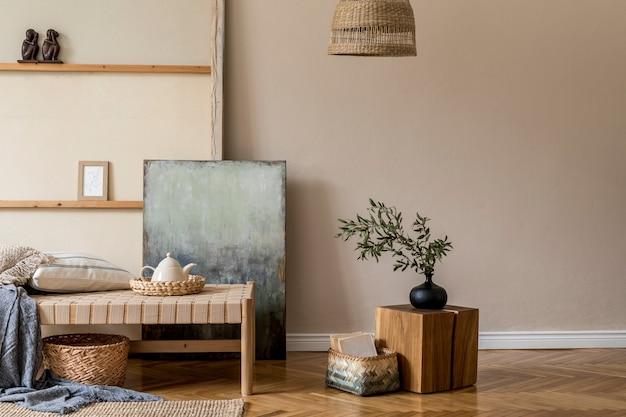 Бохо-композиция гостиной с мебелью, макетом росписи, декором из ротанга и элегантными личными аксессуарами. бежевая стена. домашний декор. шаблон.