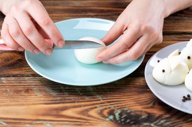 ゆで卵うさぎ、イースターテーブルデコレーション、イースターデコレーション、テーブルセッティング。