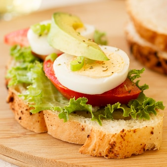 Boiled egg and tomatoes sandwich