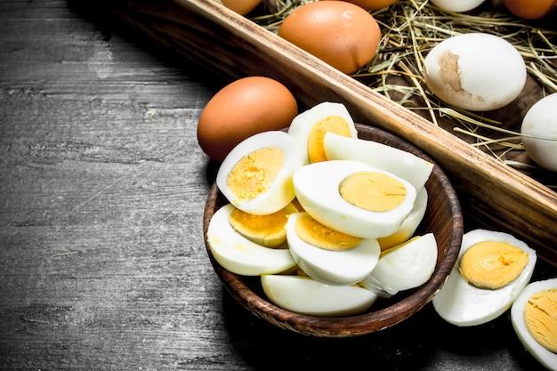ボウルにゆで卵。