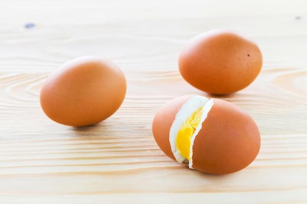 ゆで卵、3卵が並んでいます。
