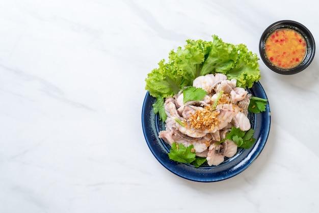 ゆで魚のディップソース添え