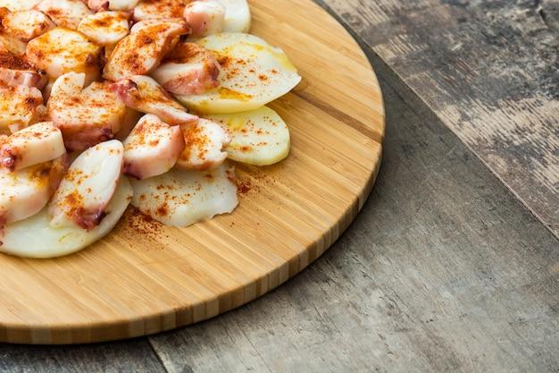 Вареные щупальца осьминога с картофелем