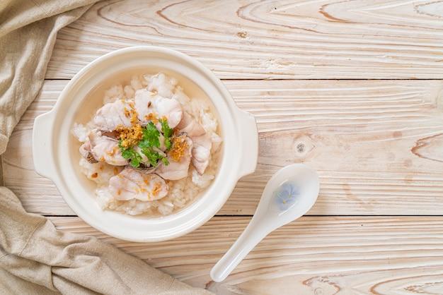 Отварной рисовый суп с рыбой