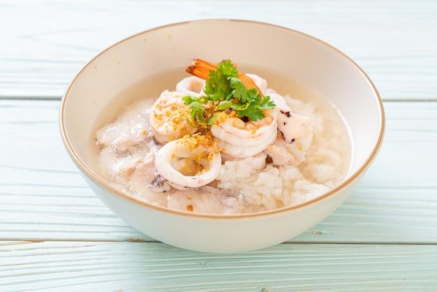 Отварной рисовый суп с морепродуктами