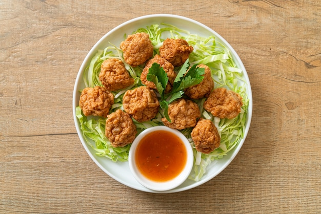 Boiled shrimp balls with spicy dipping sauce
