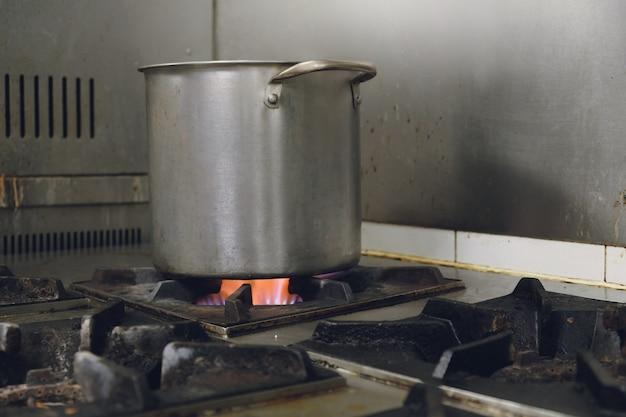 ガスコンロの鍋の沸騰水