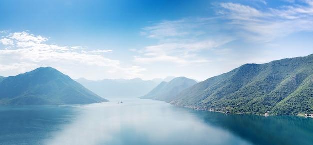 Боко-которский залив, черногория. панорамный вид