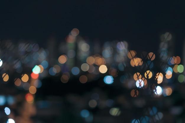 ボケ味のぼやけた色のライトの街