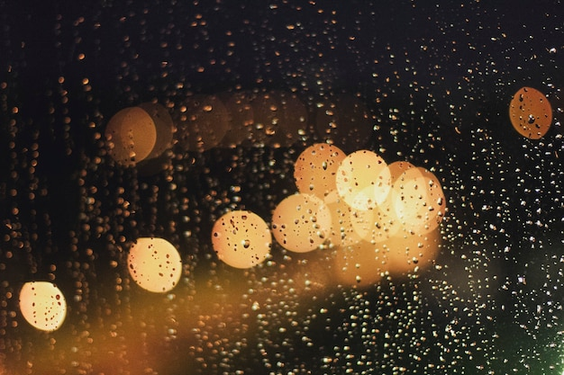 Боке с огнями и дождем