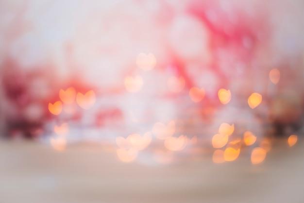 抽象的なbokeh背景の赤みで輝きます
