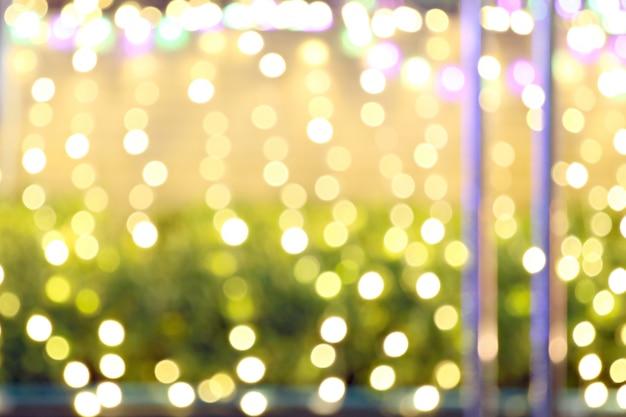 クリスマスの背景の抽象的な金色と黄色のbokeh。