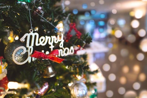 クリスマスツリーbokehの背景。