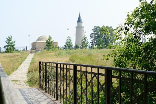 ロシア、タタールスタン、ボルガル市:小さなミナレットとカーンの墓